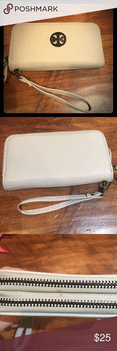 FAUX Torrey Burch wristlet FAUX very good quality Torrey Burch wristlet. Light gray. Double zipper with wrist strap. Great condition with 1 small stain on zipper area. Most likely will come off with ease I just haven't done anything about it. Will do my best if requested. Bags Clutches & Wristlets