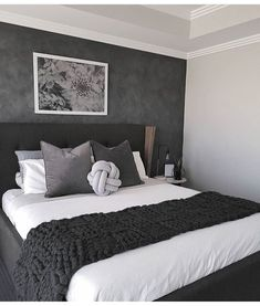 35 Inspiring Black and White Master Bedroom Color Ideas Black and white bedroom designs; bedroom ideas for couples. 35 Inspiring Black and White Master Bedroom Color Ideas White Bedroom Design, White Bedroom Decor, Modern Bedroom Decor, Stylish Bedroom, Bedroom Black, Contemporary Bedroom, Modern Room, Bedroom Colors, Home Bedroom