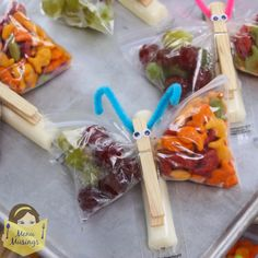Step-by-step photo tutorial to making butterfly snack bags for healthy classroom snacks, kids cooking, kids can cook, clean eating, healthy snacks Healthy Classroom Snacks, Füllende Snacks, School Snacks, Class Snacks, Snacks Kids, Yummy Healthy Snacks, Healthy Snacks For Kids, Healthy Recipes, Toddler Snacks