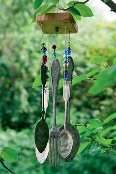 Ein einfaches Windspiel aus altem Essbesteck ist im Handumdrehen selbst gebastelt
