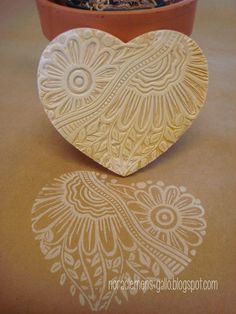 "Hand made original stamp ""Corazon"" by nora clemens-gallo Diy Stamps, Homemade Stamps, Stamp Printing, Printing On Fabric, Eraser Stamp, Diy And Crafts, Paper Crafts, Stamp Carving, Fabric Stamping"