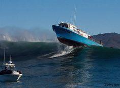 a boat crossing wave in mavericks surf Best Boats, Cool Boats, Ocean Fishing Boats, Lobster Boat, Yacht Boat, Power Boats, Boat Plans, Boat Building, Kayaking