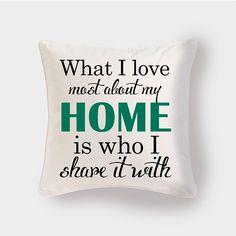 Cojín Love at Home by Pilou. Decohunter. Regalos originales. ideas de regalo. Amor y amistad. Encuentra dónde comprar este diseño y Producto en Colombia.