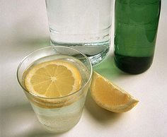 Lemon Water: Lemons are a great source of vitamin C, which is known to help the body detox and burn fat. Frank Lipman recommends drinking water with lemon every morning as a way to alkalize the body and help with digestion. Healthy Habits, Get Healthy, Healthy Life, Healthy Living, Keeping Healthy, Healthy Food, Yummy Food, Body Cleanse, Body Detox
