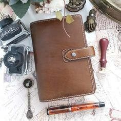 Malden in Ochre - A laid back organiser with rustic stitching and a soft, casual construction that just makes your days a lot better. Re-gram Filofax Malden, Time Management Skills, Planner Organization, Gift List, Boss Lady, Gifts For Mom, Gift Guide, Rustic, Make It Yourself