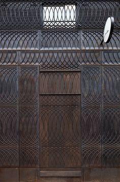 Фасад бутика Paul Smith в Лондоне. Классическая рустовка на железном фоне, архитекторы архбюро 6a Architects