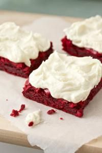 Six Sisters Red Velvet Brownies with White Chocolate Buttercream. These are so delicious and fun to make! #sixsistersstuff