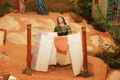 Retrato do trabalho das mulheres do tempo de Jesus, no Maior Presépio do Mundo em movimento . Aberto das 8h as 24h, todos os dias. Entrada livre!