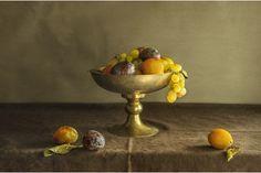 Pilar Pequeno Bodegon con fruitero ciruelas y uvas, 2013