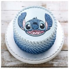 Ran on the lines – That is how woman Leinen styles properly – Pregnancyx. Lilo And Stitch Cake, Lilo And Stitch Quotes, Lilo Et Stitch, Disney Desserts, Cute Desserts, Disney Cakes, Beautiful Cakes, Amazing Cakes, Cute Stitch