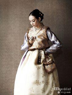 Korean Traditional Dress Korean Hanbok, Korean Dress, Korean Traditional Dress, Traditional Dresses, Frock And Frill, Korean Design, Korean Wedding, Dress Attire, Asian Fashion