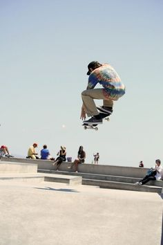 Amazing skateboarding   #skateboarding #fun #extremesports http://www.blueprinteyewear.com/