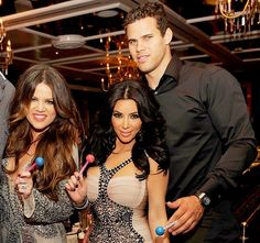 During an appearance on Snoop Dogg's GGN web series, Khloe Kardashian says she warned sister Kim not to marry Kris Humphries in 2011— get the details