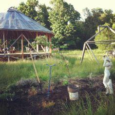 Gazebo & lil garden (www.carlystarprism.com)