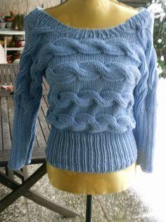 Gestrickter Pullover, hell-blau von Meine Strickerei auf DaWanda.com