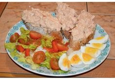 Tuňáková pomazánka - pecivorecept Cobb Salad, Eggs, Breakfast, Food, Red Peppers, Morning Coffee, Essen, Egg, Meals