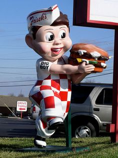 Of all the sub-chains of Big Boy I found Frisch's a tad disturbing. For some reason they found it necasary to take the big boy's iconic pose and replace it with this deranged twisted incarnation. Statues, Big Boy Restaurants, Diner Sign, Retro Signage, Amusement Park Rides, Vintage Restaurant, Roadside Attractions, Old Signs, Ol Days