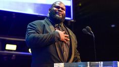 Mark Henry breaks down why WWE fans relate to Charlotte Flair and Becky Lynch's feud World's Strongest Man, Mark Henry, Jeff Hardy, Wwe World, Charlotte Flair, Randy Orton, Wrestling News, Big Show, Becky Lynch