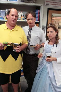 The Office Season 5 Episode 5 Gorillavid. On Halloween, the Cornell a Capella group pays a visit to Andy, Dwight discovers that Nellie takes anxiety pills, and Pam disapproves of Jim's business decision. The Office Costumes, Office Halloween Costumes, Halloween Kostüm, Dwight Halloween Costume, Halloween Parties, Michael Scott, Best Office Episodes, The Office Seasons, The Office