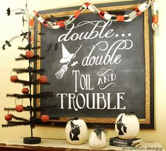 Halloween Chalkboard Art Display an free chalkboard art printable! Love the witch silhouettes! Halloween Tafel, Halloween Signs, Halloween Projects, Holidays Halloween, Halloween Crafts, Happy Halloween, Halloween Decorations, Halloween Ideas, Chalkboard Designs