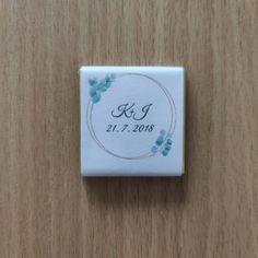 Vyber si ze 7 motivů obalů na svatební miničokoládky pro svatebčany, které si stáhneš zdarma. #svatba, #svatebni_tvoreni, #svatebni_inspirace, #darky_pro_svatebcany Place Cards, Place Card Holders