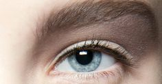 Jede Frau hat entweder einen Eyeliner oder Kajalstift in ihrer Kosmetiksammlung – und macht beim Schminken garantiert etwas falsch. Wir zeigen Ihnen die häufigsten Fehler und geben Tipps, wie Sie es besser machen können
