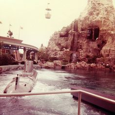 Leagues Under the Sea - Tomorrowland - Disneyland - 1964 Loved this ride. Disneyland History, Disneyland Secrets, Disneyland Photos, Vintage Disneyland, Disneyland California, Tokyo Disneyland, Disney Dream, Disney Love, Disney Magic