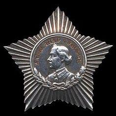 ОРДЕН СУВОРОВА III степени. Дата учреждения: 29 июля 1942 года.   Орден Суворова III степени предназначался для награждения командиров полков, батальонов и рот за умелую организацию и осуществление победного боя с меньшими, чем у противника, силами.