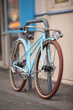 Blue bicycle Velo Retro, Velo Vintage, Retro Bicycle, Old Bicycle, Cruiser Bicycle, Vintage Bicycles, Cool Bicycles, Cool Bikes, Bici Fixed