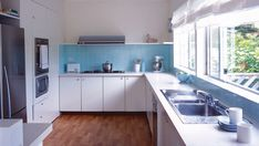 How to paint tiles -> can't wait to paint over my hideous pink bathroom tiles! Kitchen Set Up, Kitchen Stove, Kitchen Dinning, Kitchen On A Budget, Kitchen Paint, Kitchen Tiles, Painting Over Tiles, Painting Tile Backsplash, Pink Bathroom Tiles