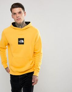 Get this The North Face's hooded sweatshirt now! Click for more details. Worldwide shipping. The North Face Fine Overhead Hoodie Box Logo in Yellow - Yellow: Hoodie by The North Face, Soft-touch sweat, Contrast lining, Fixed hood, Over-the-head style, Logo-printed front, Pouch pocket, Fitted trims, Regular fit - true to size, 100% Cotton, Our model wears a size Medium and is 185.5cm/6'1 tall. In the late 1960s, The North Face was founded in California by two hiking enthusiasts. Although…