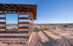 Take a look at this amazing Desert House Optical Illusion illusion. Browse and enjoy our huge collection of optical illusions and mind-bending images and videos. House Of Mirrors, Pallet House, Desert Homes, Optical Illusions, Building Design, Glamping, Cool Photos, Amazing Photos, Architecture