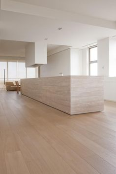 licht hout + travertin - mooie combinatie
