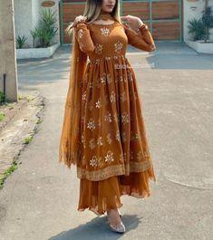 Party Wear Indian Dresses, Pakistani Fashion Party Wear, Designer Party Wear Dresses, Kurti Designs Party Wear, Dress Indian Style, Beautiful Pakistani Dresses, Pakistani Dresses Casual, Pakistani Dress Design, Fancy Dress Design