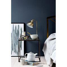Lampe doré Cima @brostecph : Une lumière d'ambiance design au style industriel. Une belle lampe à poser qui se décline en noir, alu ou laiton doré.