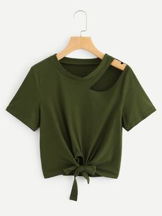 Asymmetrical Shoulder Knot Hem Top: Green Casual Short Sleeve Plain Fabric has some stretch Summer T-Shirts, size features are:Length:… Girls Fashion Clothes, Teen Fashion Outfits, Girl Fashion, Clothes For Women, Style Fashion, Crop Top Outfits, Cute Casual Outfits, Mode Harry Potter, Cut Shirts