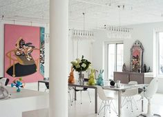This mostly white dining room in a NYC loft is punched up with pastel colors. Ny Loft, Soho Loft, New York Loft, Loft Studio, Dining Room Inspiration, Home Decor Inspiration, Living Etc, Living Spaces, Pop Art Colors