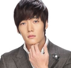 Choi Jin Hyuk as Kim Won Kim Tan's older brother and President of Empire Group.) Dating Jeon Hyun Joo, a high school teacher at Empire High School. Hot Korean Guys, Korean Men, Asian Men, Asian Guys, Heirs Korean Drama, The Heirs, Choi Jin Hyuk, Kim Jin, Asian Actors