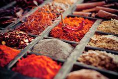 Zowel vers als droog, kruiden gaan door allerlei gerechten. En sharing=caring! Daarom hierbij 3 recepten om zelf zoutloze kruidenmixen te maken.