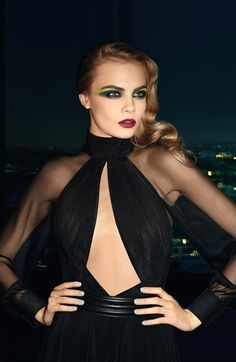Yves Saint Laurent 'Volume Effet Faux Cils Shocking' mascara provides instant volume with effortless application.