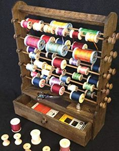 Amazon.com : Vintage Wooden Thread Spool Rack Organizer - 20 Blank Vintage Bobbins FREE! : Everything Else Vintage Sewing Notions, Antique Sewing Machines, Sewing Hacks, Sewing Crafts, Coin Couture, Keepsake Quilting, Sewing Room Organization, Thread Spools, Sewing Studio
