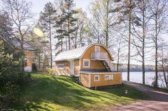 Villa Sarvsjö. Kulttuurihistoriallisesti arvokas huvilamiljöö Espoon Velskolan Pitkäjärjen rannalla.Todella harvinaislaatuinen aarre uniikilla sijainnilla. Sopii ympärivuotiseksi asunnoksi tai vaativa