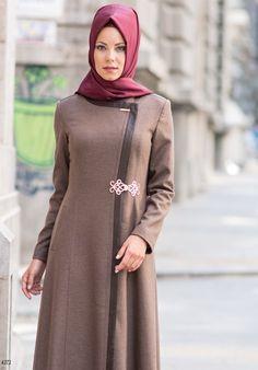 kahverengi pardesü Hijab Dress, Hijab Outfit, Dress Skirt, Dress Muslimah, Abaya Fashion, Muslim Fashion, Modest Wear, Formal Looks, Autumn Winter Fashion
