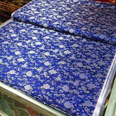 #宝蓝 #大红 #底 #银 #小 #牡丹 #牡丹花 #花型 #织锦 #缎 #sapphire #blue #sapphireblue #back #with #silver #small #peony #flower #pattern #hangzhou #silk #brocade #china #chinese #traditional #flowers...