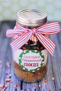 Christmas Cookie Mix in a Jar Gift Idea Perfect Christmas Gift Idea-Chocolate Peppermint Cookies in a Jar Mason Jar Christmas Gifts, Christmas Cookies Gift, Neighbor Christmas Gifts, Mason Jar Gifts, Homemade Christmas Gifts, Noel Christmas, Neighbor Gifts, Perfect Christmas Gifts, Homemade Gifts