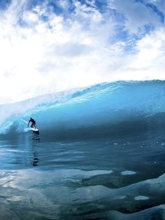 surfsouthafrica:Kelly Slater, surfing the Blue Planet. Photo: Brent Bielmann