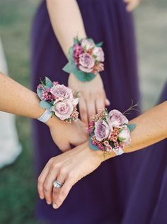 Incorporate roses into a corsage for the bridal party to wear instead of handing out the normal bridesmaid bouquets. These simpler arrangements look great and are something unique for your wedding. Wedding Arrangements, Wedding Bouquets, Flower Arrangements, Purple Wedding, Dream Wedding, Wedding Day, Trendy Wedding, Party Wedding, Wedding Ceremony