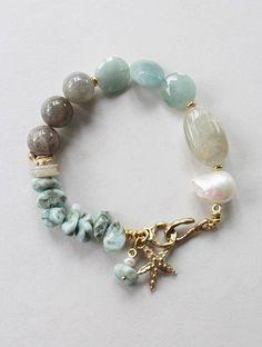 Les meilleures ventes Nos produits les plus populaires selon les ventes. Mises à jour chaque heure. Beach Jewelry, Wire Jewelry, Jewelry Crafts, Jewellery, Gemstone Bracelets, Handmade Bracelets, Gemstone Jewelry, Handmade Beads, Pearl Bracelet
