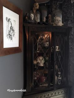 Victorian Gothic Dining Room Decor - The World of Suzy Homemaker: www. - Victorian Gothic Dining Room Decor – The World of Suzy Homemaker: www. Victorian Gothic Decor, Gothic Room, Gothic Interior, Victorian Bedroom, Gothic Living Rooms, Gothic House, Victorian Dining Rooms, Gothic Bedroom Decor, Gothic Mansion