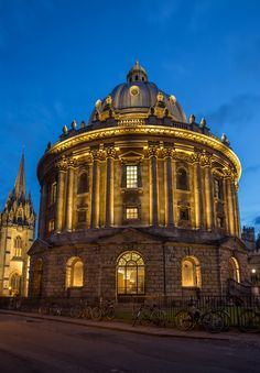 "Night of Heritage Light - Radcliffe Camera, Oxford - dpa lighting consultants - ""Right Light, Right Place, Right Time"" ™ Facade Lighting, Exterior Lighting, Lighting Design, My Building, Classic Building, Facade Architecture, Historical Architecture, Arch Light, Facades"